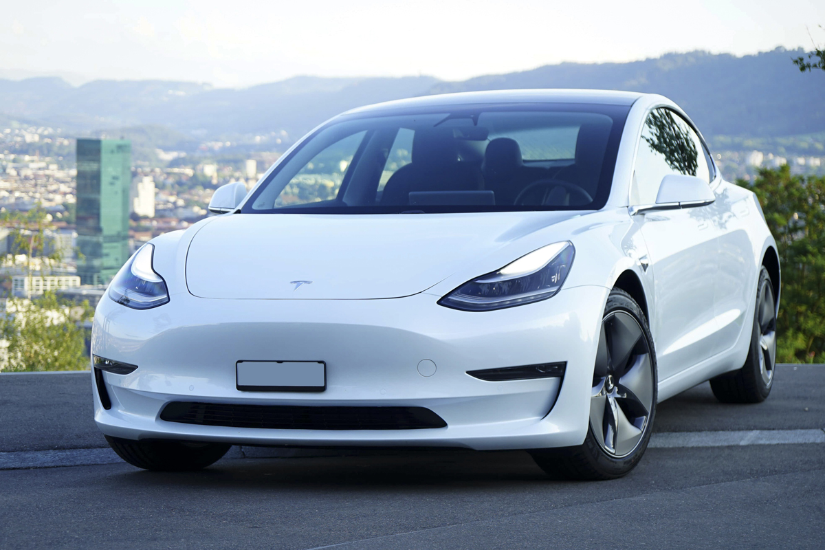 Tesla Model 3 Long Range Zuerich